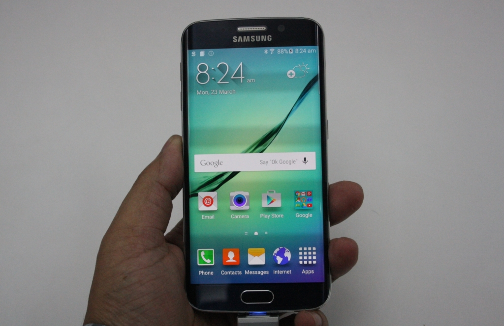 Samsung Galaxy S6 edge hands on